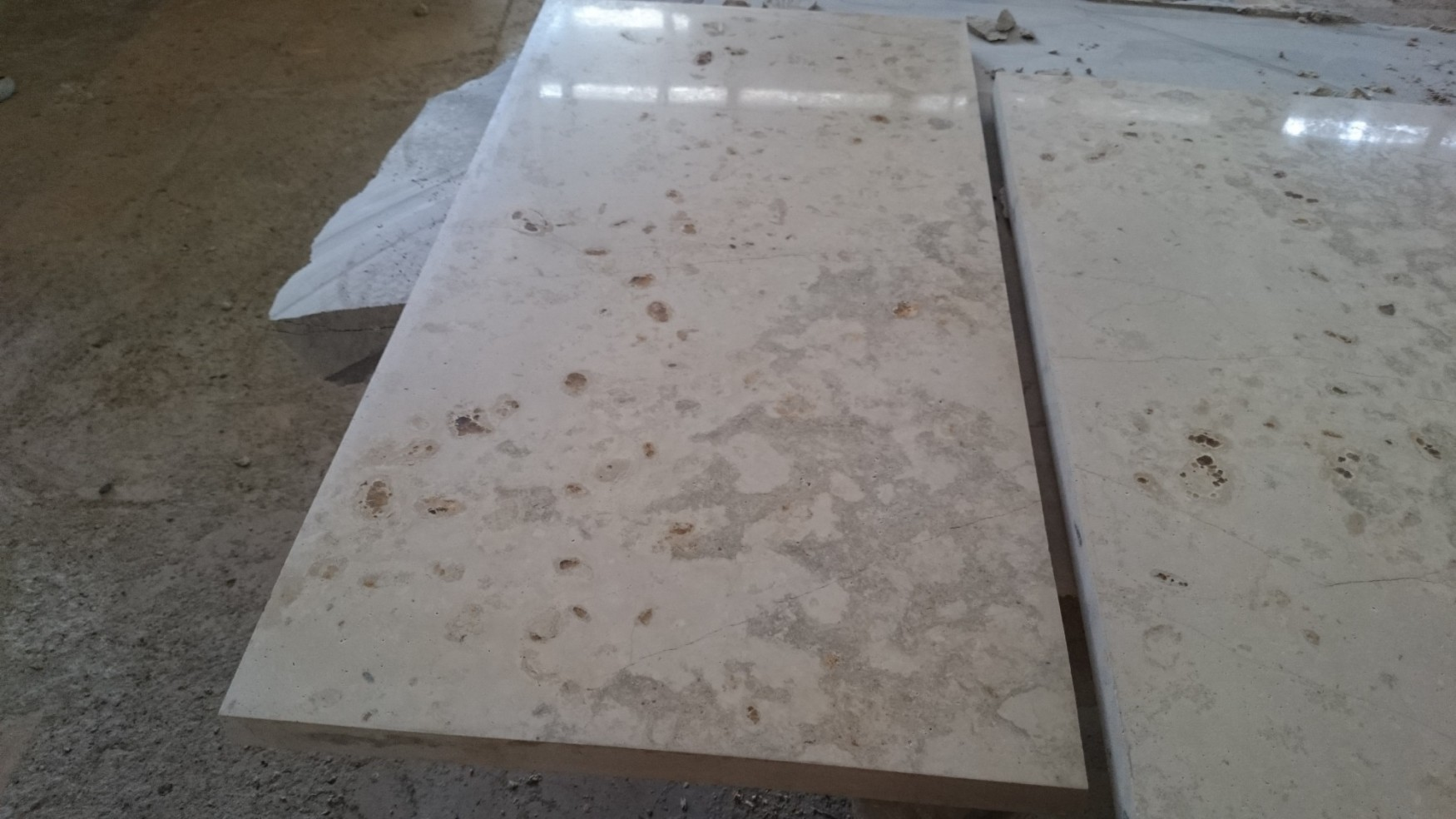 Плита доломит мерная полированная. Природный камень для цоколя купить