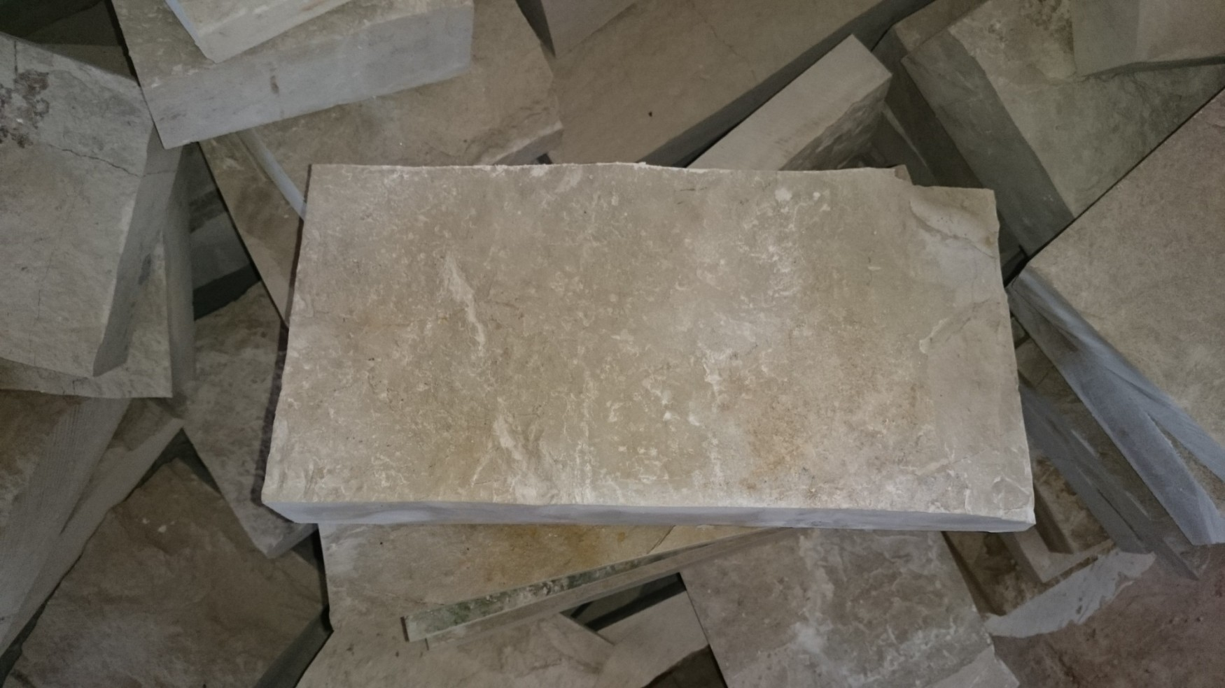 "Плитка ""Скала"" без закола 150*300 - бежевый камень на цоколь"