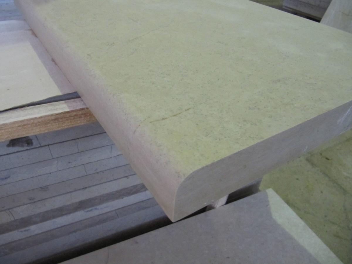 Накрывные плиты из натурального камня 400*L*30 c фигурной фаской и капельниками по длинным сторонам.
