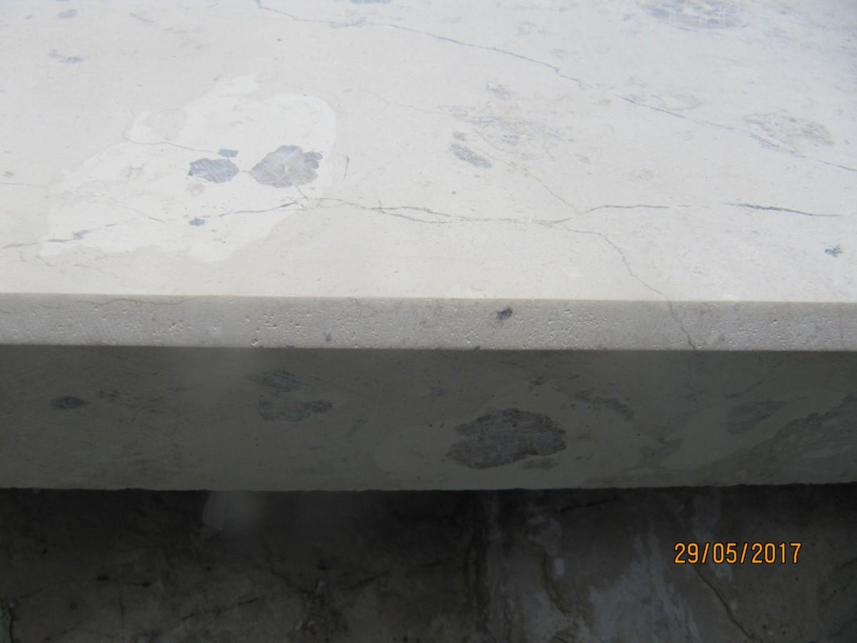 Накрывные плиты из натурального камня 400*L*30 c технической фаской и капельниками по длинным сторонам.